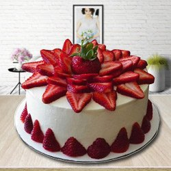 Splendor-of-Season 2 Kg Strawberry Cake