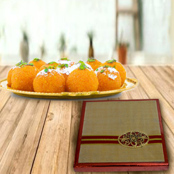 Crispy Gift Box of Mixed Dry Fruits with Haldiram Boondi Ladoo