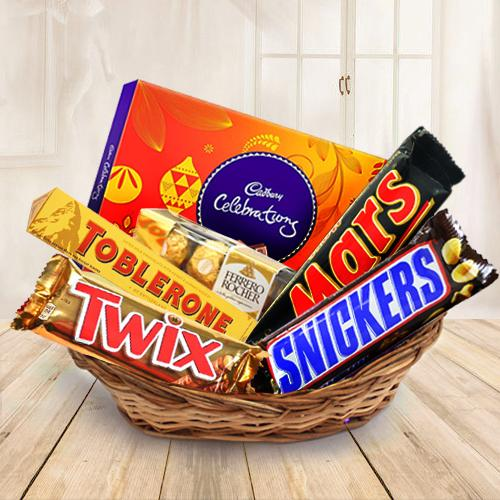Send Crunchy mixed chocolates gift delight to Kerala, India - Page Details : keralaflowersgifts.com