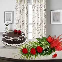 Impressive 3 Red Roses with 1/2 Kg Chocolate Cake