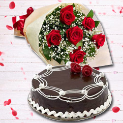 Charming Red Rose Hand Bunch and Chocolate Cake