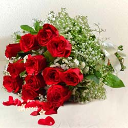 Dramatic Pure Love Bouquet of 12 Red Roses