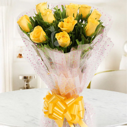 Stylish Passion for Love 10 Yellow Roses Selection
