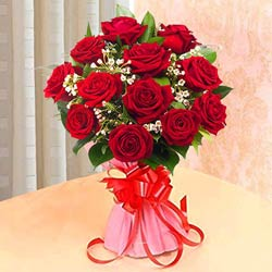 Luxurious Bouquet Arrangement of Roses in Red Color
