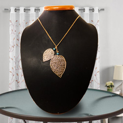 Innovative Heart-Shaped Gold-Plated Necklace with Tassel by Avon