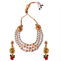 Attractive Necklace Set with Pearl Design