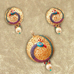 Smart Looking Peacock Pattern Necklace Set