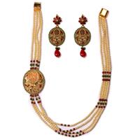 Splendid Pearl Necklace Set in Long Pattern