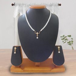 Fashionable Pearl Pendent Set with Earring